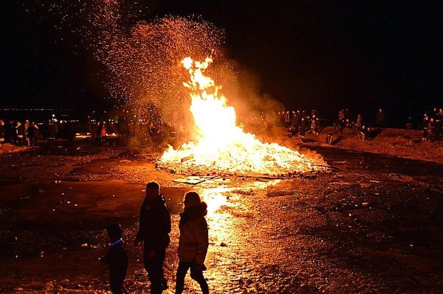 冰岛首都雷克雅未克的新年篝火