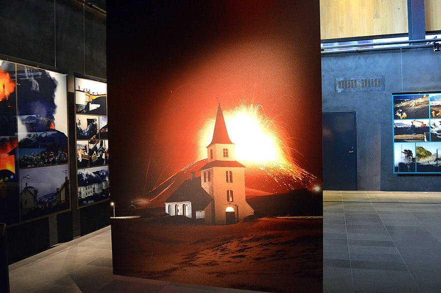 Pictures of the fires of Eldfell in the Eldheimar museum on the Westman Islands.