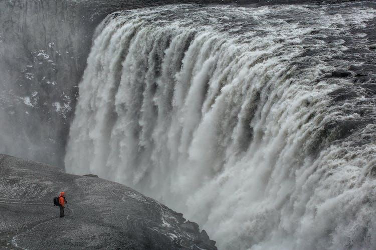 Der unglaubliche Dettifoss ist der stärkste Wasserfall Europas.