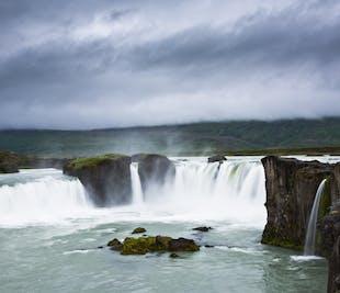 레이캬비크에서 항공편으로 떠나는 북부 아이슬란드 다이아몬드 서클 투어