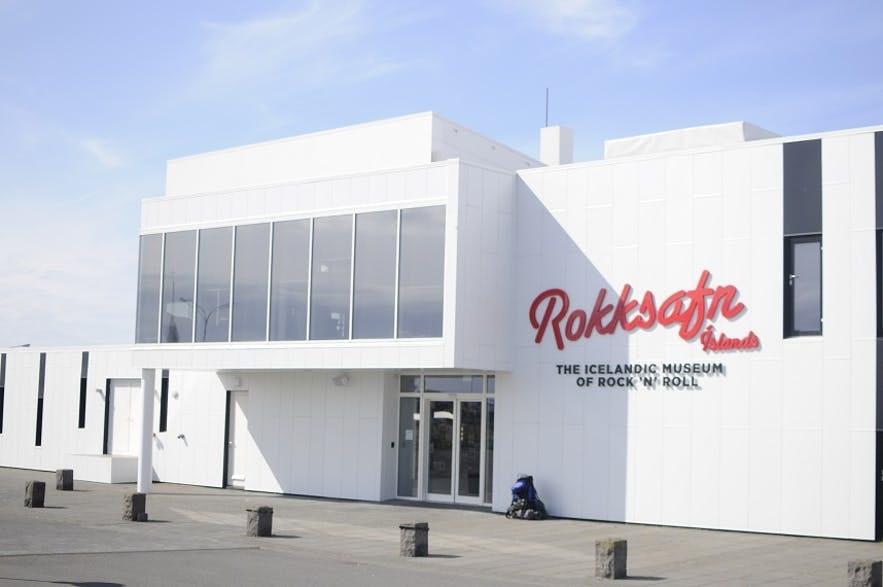 冰岛国际机场旁的凯夫拉维克市上,还有一座冰岛摇滚博物馆