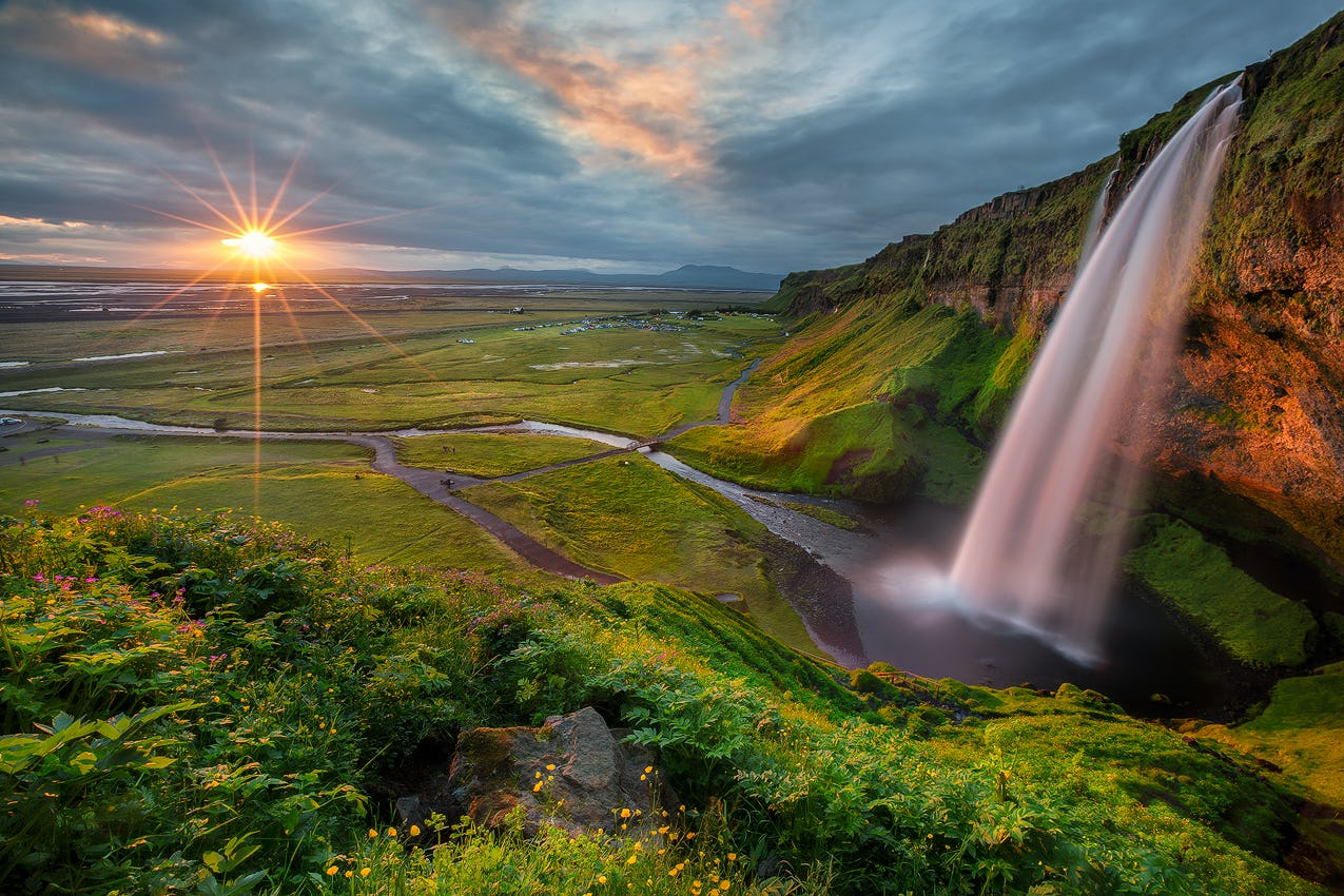 The impressive waterfall Seljalandsfoss falls from great heights in front of a lofty cavern which you can walk behind.