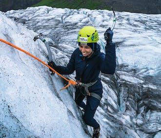 スカフタフェットル発|氷河ハイキングとアイスクライミング体験