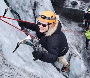 ソゥルヘイマヨークトル氷河ハイキングとアイスクライミング(送迎は有料)