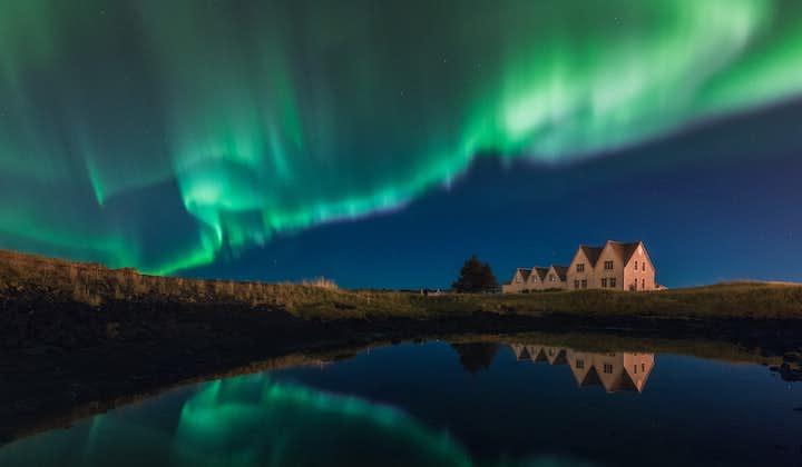 跟随专业摄影师寻猎北极光 雷克雅未克出发超级吉普小型团