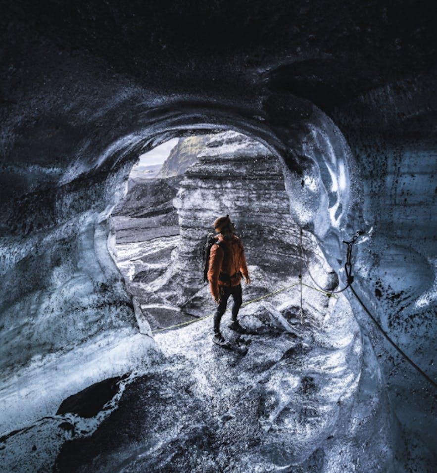 冰島卡特拉黑冰洞入口處