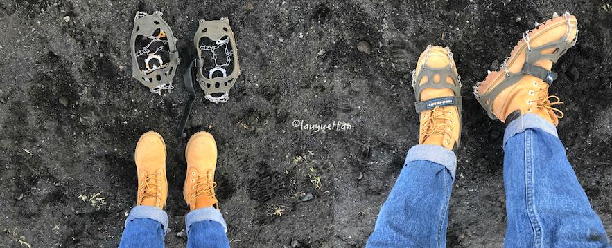 冰島黑冰洞使用的冰抓和鞋子