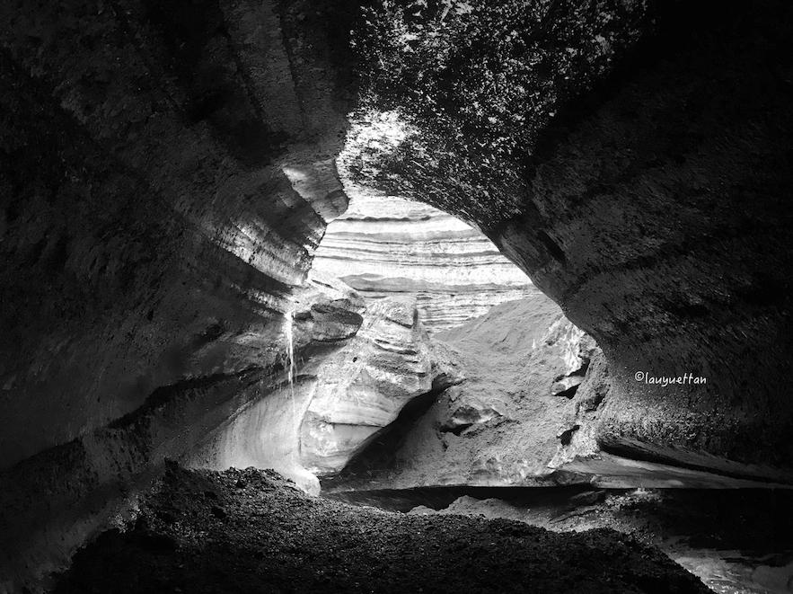 冰島黑冰洞內部