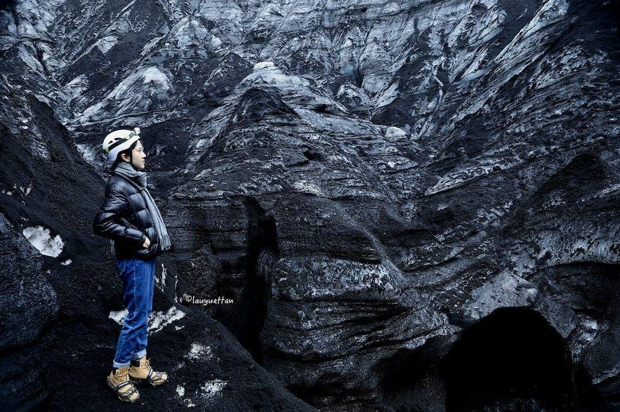 冰島黑冰洞內部情況