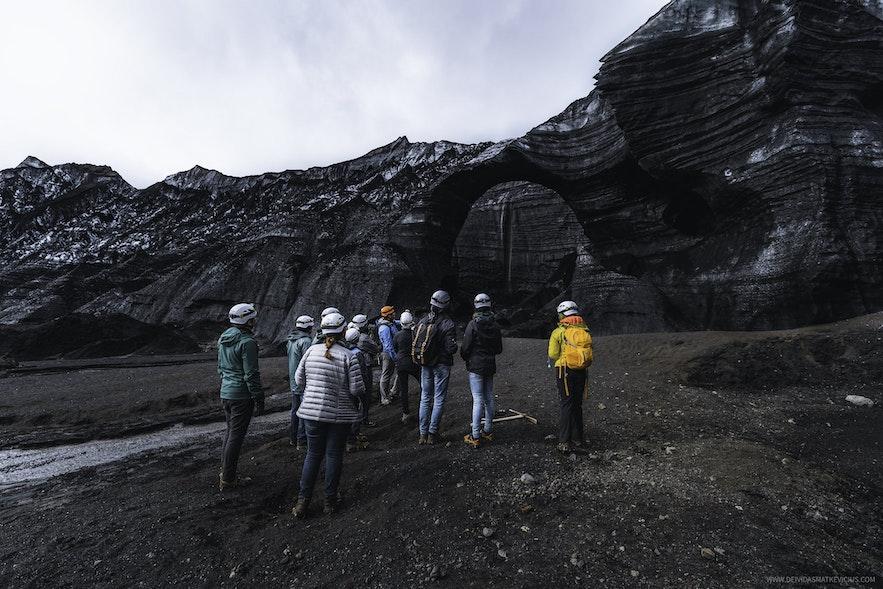 冰島全年可達黑冰洞外觀