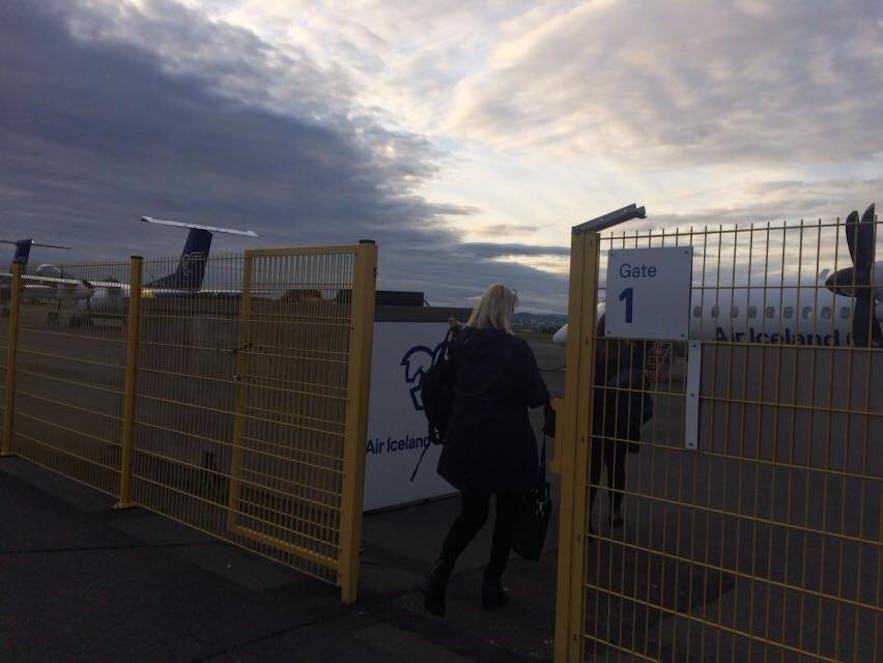 レイキャビク国内空港のゲートを出たところ