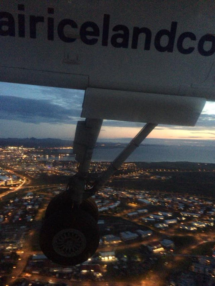 レイキャビクの夜景を上空から撮影