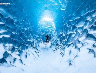 Szafirowa jaskinia lodowa   Mała grupa spod laguny Jokulsarlon