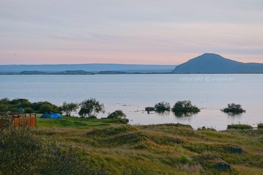 8月底,夏末时的日落米湖湖景