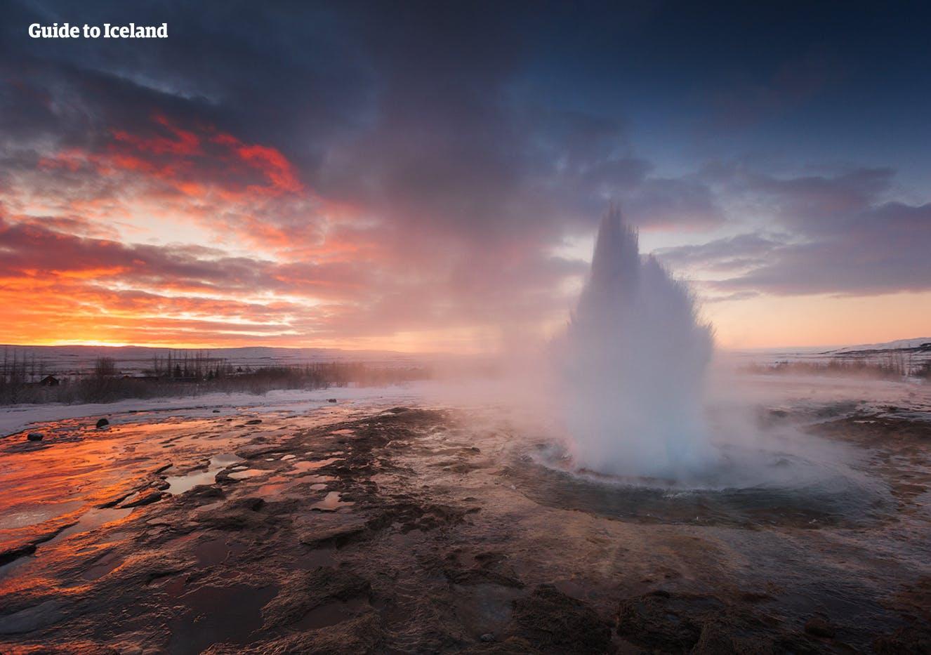 Haukadalur an der Golden Circle-Sightseeing-Route ist die Heimat der heißen Quellen Geysir und Strokkur.