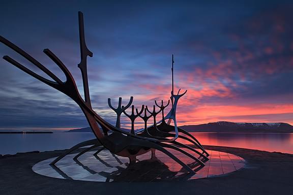 您的冰岛北部冬季摄影团第一晚将会在首都雷克雅未克度过