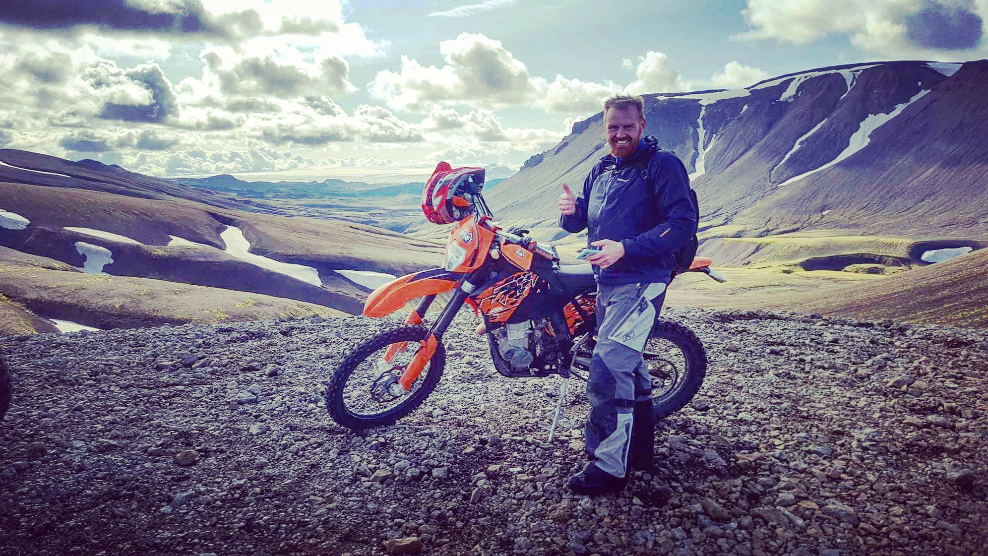 Wide valleys seen fron high above are a great reason to join a dirt bike tour in the Icelandic highlands