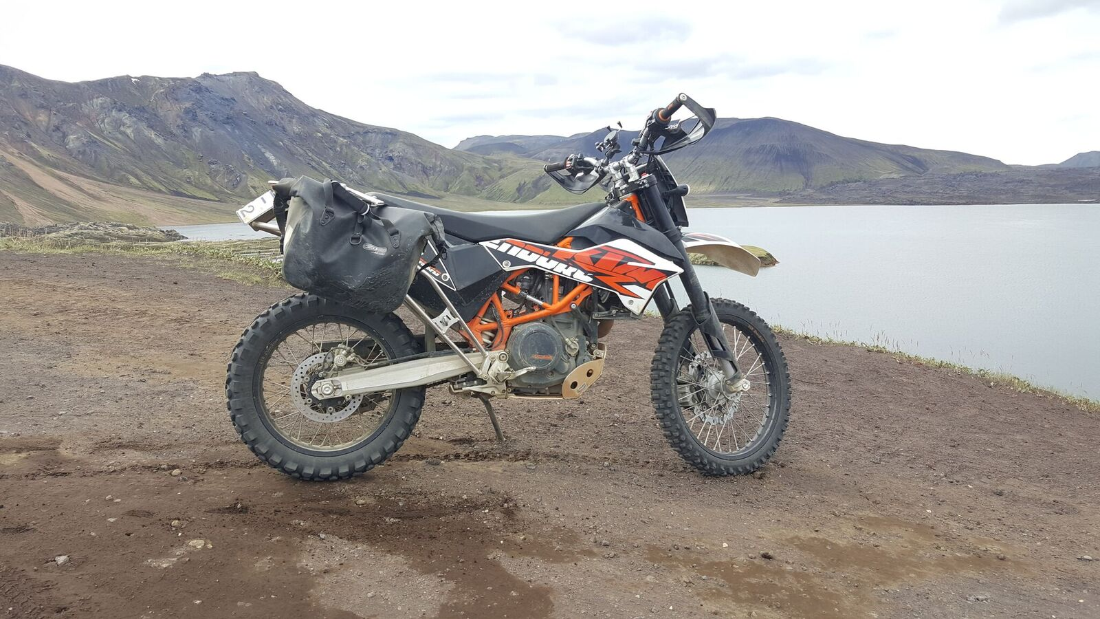 A bike standing by a lake, waiting for it's rider to take it out for a spin.