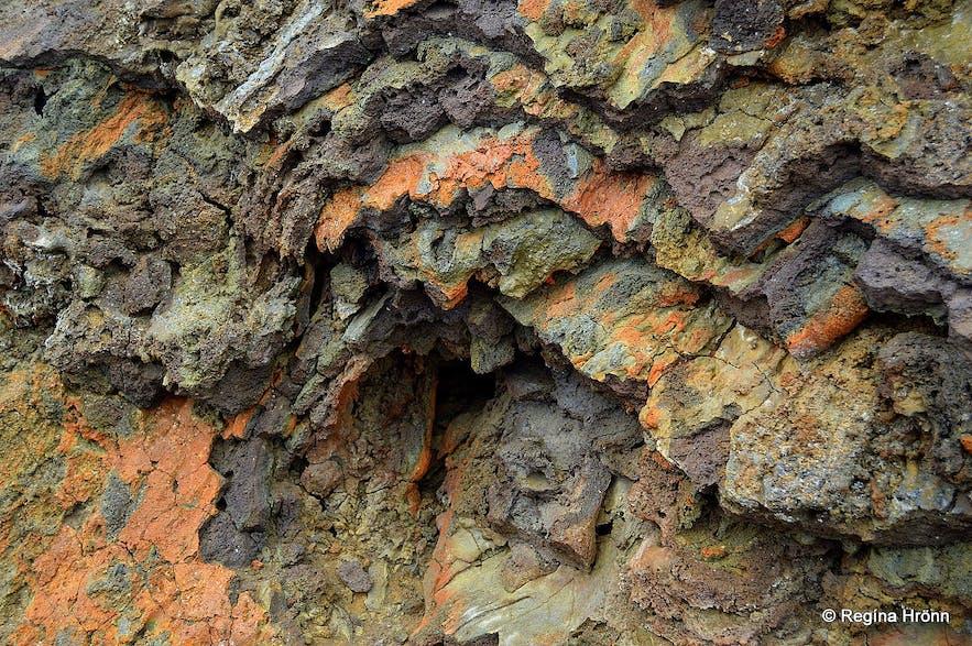 游客可以攀登上冰岛斯奈山半岛的Elborg火山口