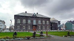 800px-Alþingi,_the_parliment_of_Iceland_in_Reykjavík_(26172205789)_(2).jpg