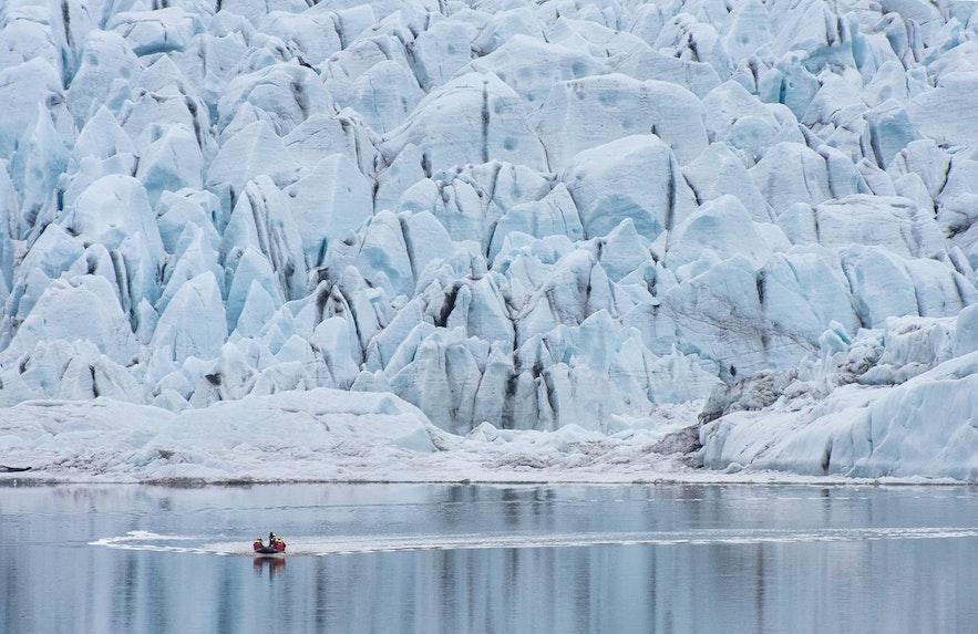 小冰河湖同样可以进行游船项目
