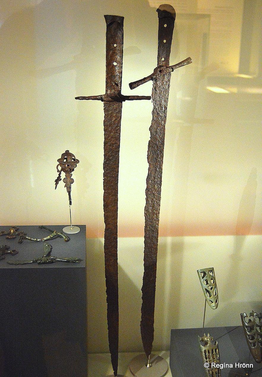 Viking swords at Þjóðminjasafnið found at Skógar