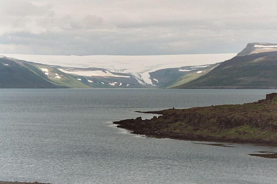 冰岛西峡湾的德朗加冰川无比神秘