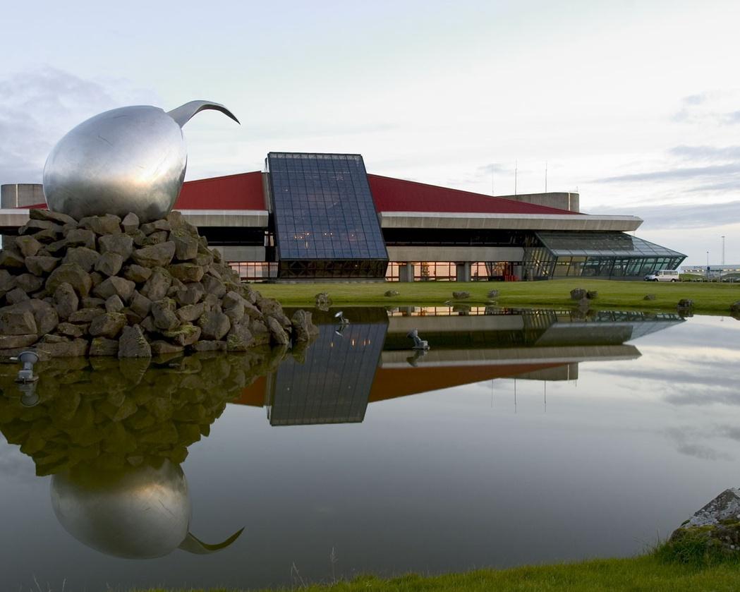 De luchthaven Leifur Eiríksson op de vliegbasis Keflavík is de belangrijkste luchthaven van IJsland.