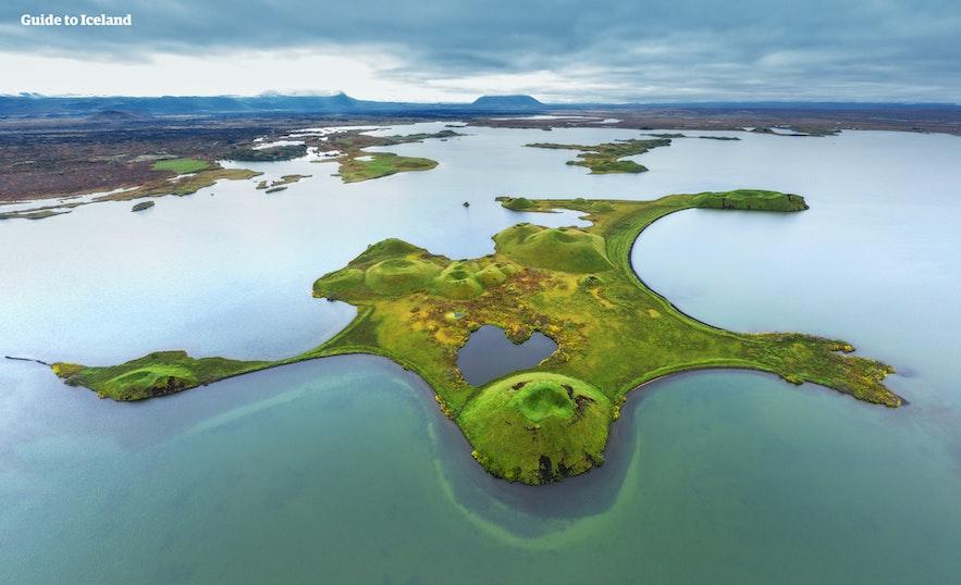 Jezioro Myvatn uchwycone z drona.