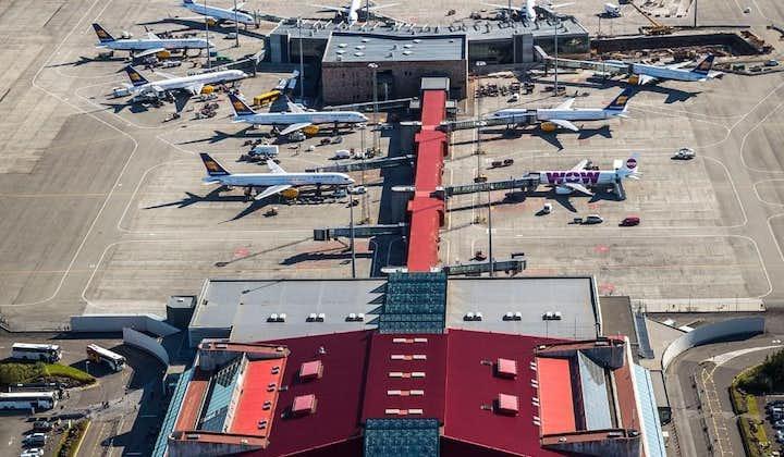 Flyplassen er for øyeblikket ganske liten til å være en internasjonal portal og kan bli ganske travel.