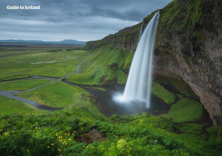 น้ำตกเซลยาแลนศ์ฟอสส์เป็นน้ำตกที่มีเสน่ห์มากที่สุดแห่งหนึ่งบนชายฝั่งทางใต้