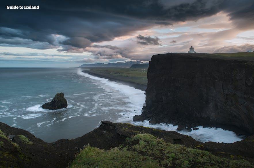 冰岛南岸迪霍拉里海岬上的灯塔
