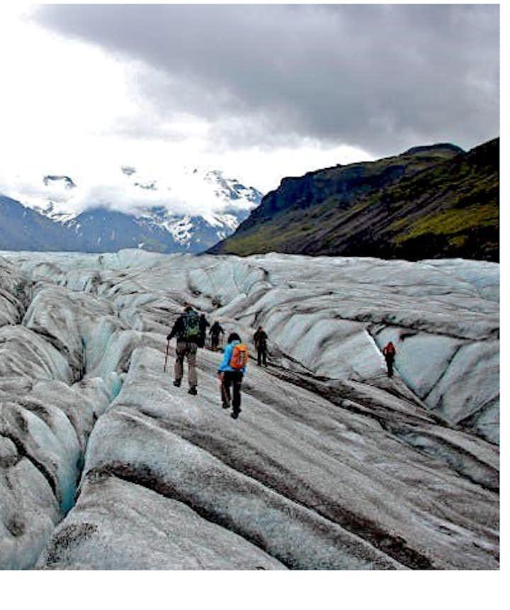 冰島藍冰洞旅行團冰川健行旅行團哪個更好