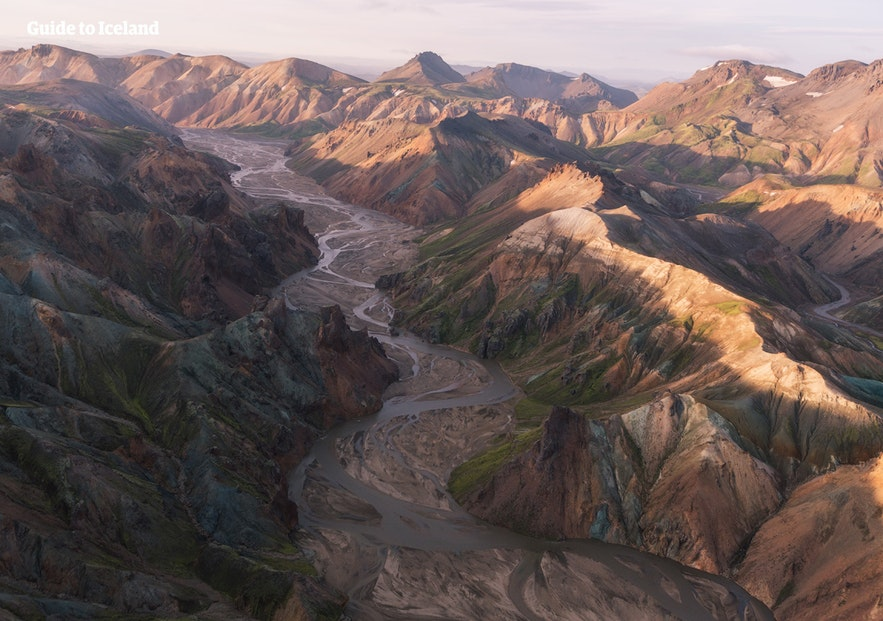 Laugavegur徒步路线穿越冰岛中央内陆高地,途径许多冰川河