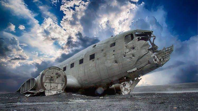 L'épave d'un avion DC-3 qui s'est écrasé sur la côte sud dans les années 70.
