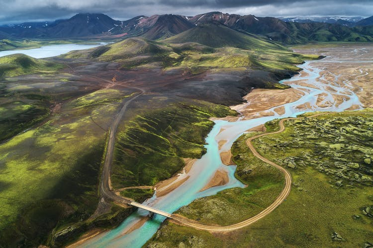 A clear view of the Icelandic Highlands from above.