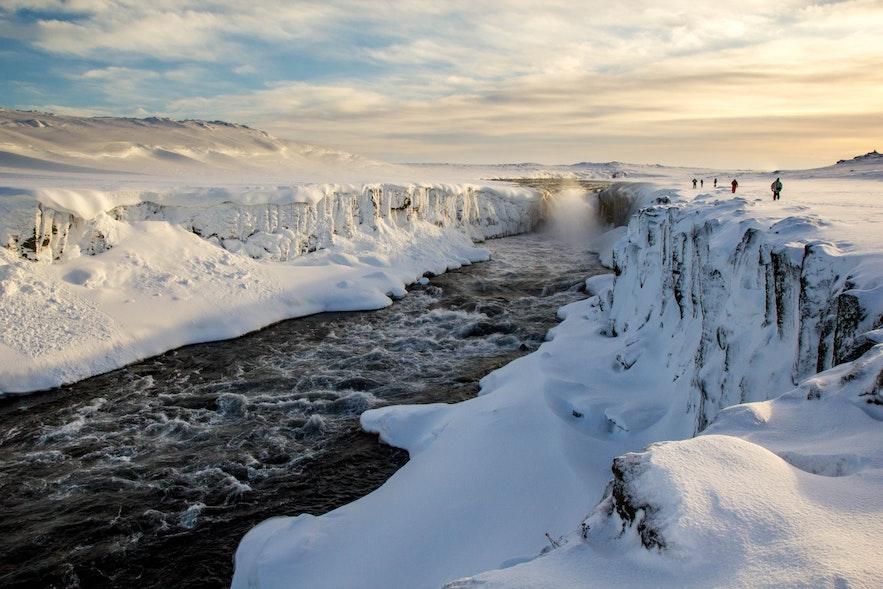 冰島冬季的黛提瀑布上游