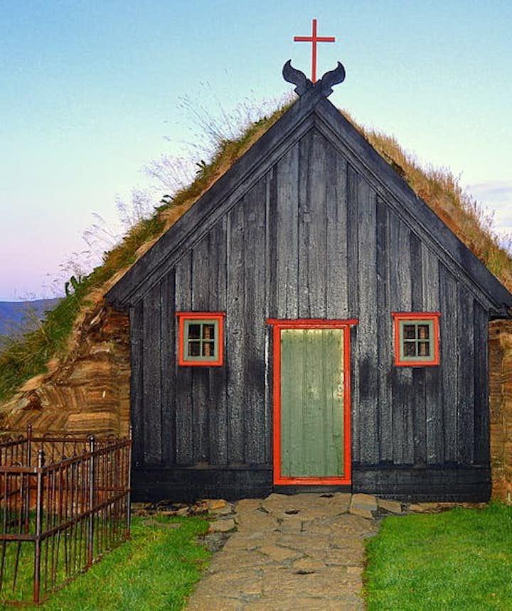 Víðimýrakirkja草顶教堂位于斯卡加峡湾