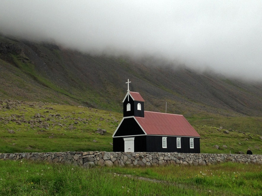 Saubæjarkirkja is found on Rauðassandur