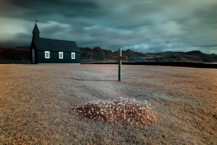 Búðir黑教堂是冰岛最热门的求婚浪漫景点之一