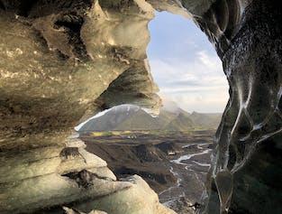 카틀라 화산의 얼음 동굴 투어   비크 출발 수퍼지프로 이동