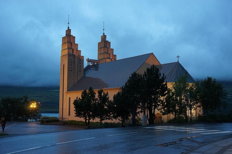 阿克雷里大教堂是冰岛北部的主要人文景点之一