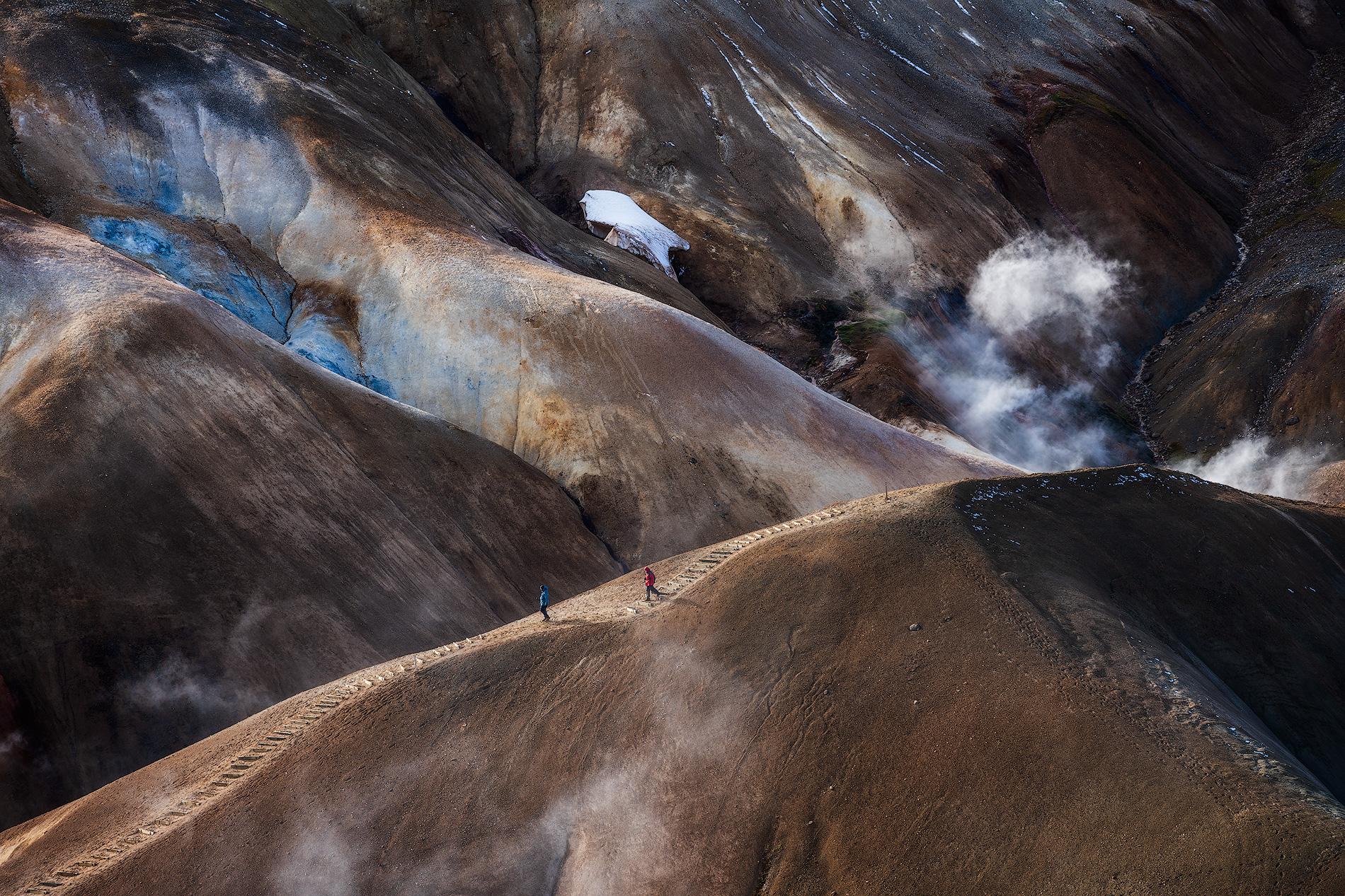 Une source chaude bleue dans les hautes terres islandaises.
