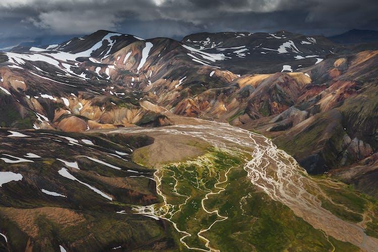 Veiðivötn est une série de lacs situés dans les Hautes Terres d'Islande.