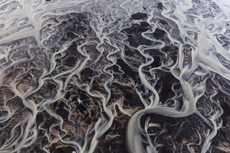 A river winding its way through the Icelandic Highlands.