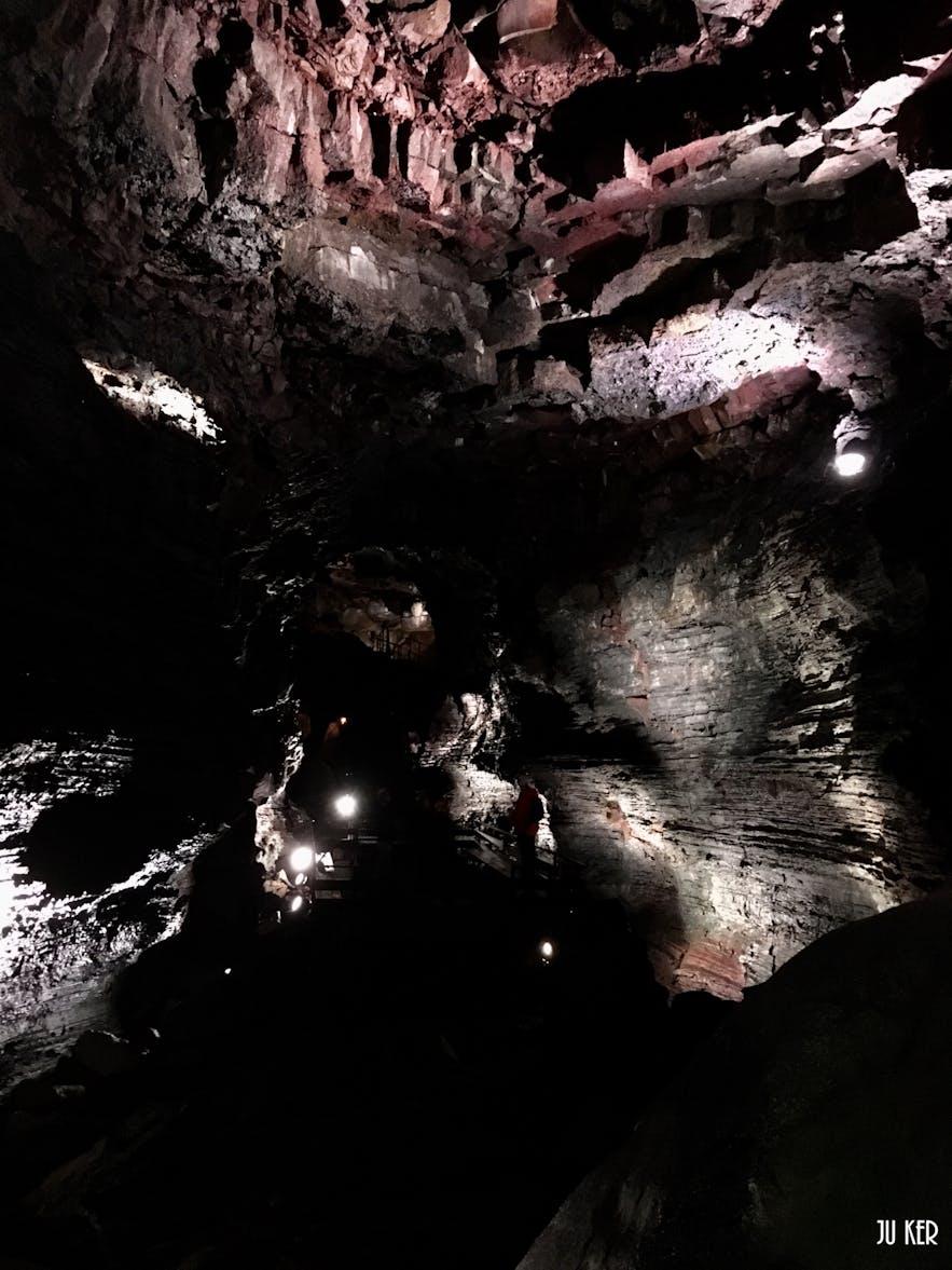 Raufarhólshellir : une expérience unique dans un tunnel de lave !