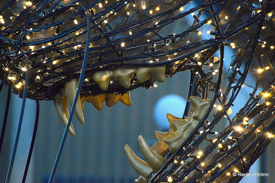 The teeth of the Christmas Cat in Reykjavík