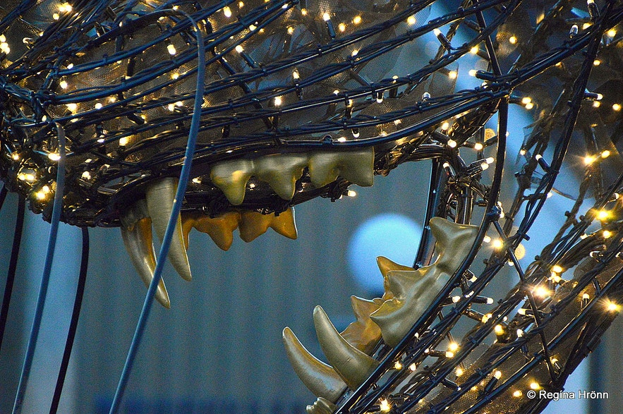 The teeth of the Christmas Cat in Reykjavík