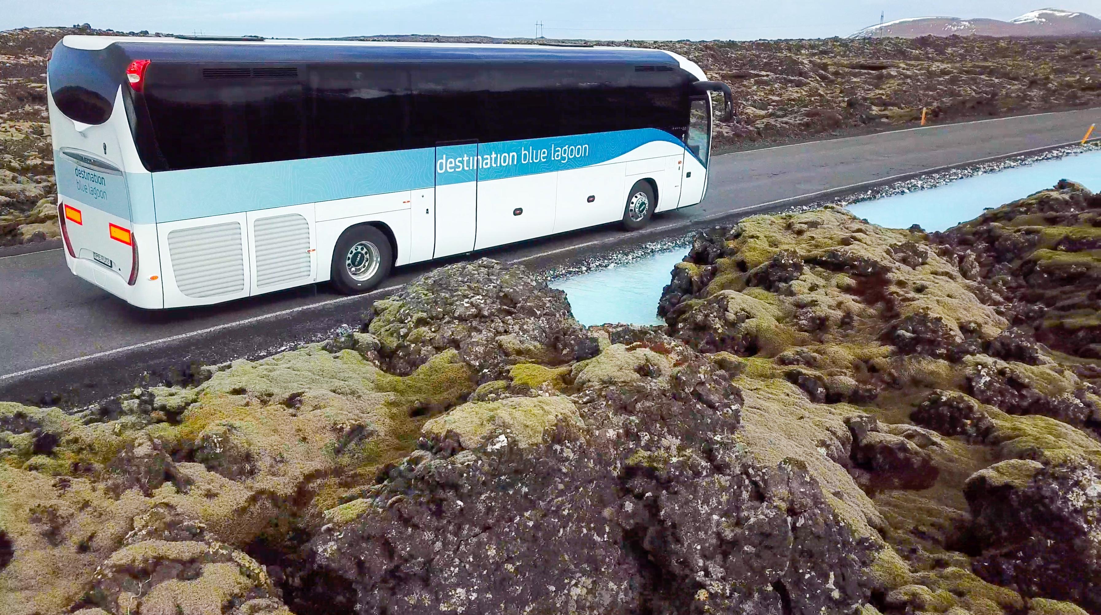 乘坐旅游大巴便宜快捷地往返蓝湖与冰岛国际机场