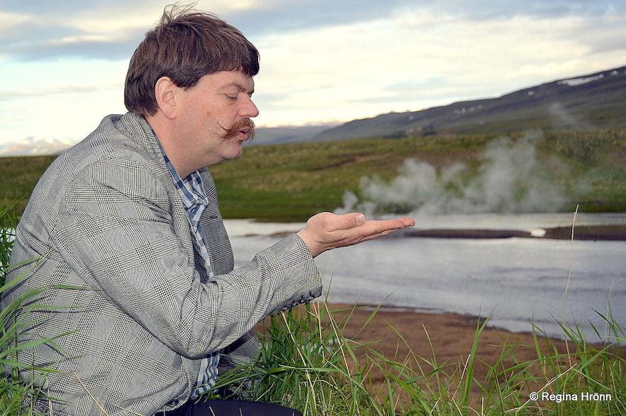 Árhver - Vellir hot spring in the middle of a river in West-Iceland